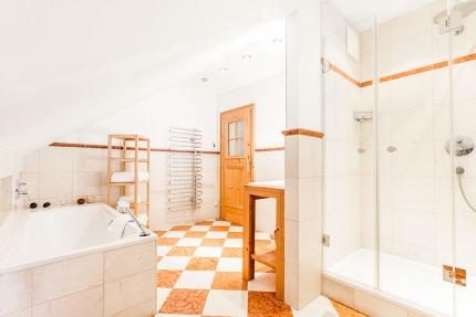 Badezimmer – Seevilla Leitner am Millstätter See – Urlaub in Kärnten am See