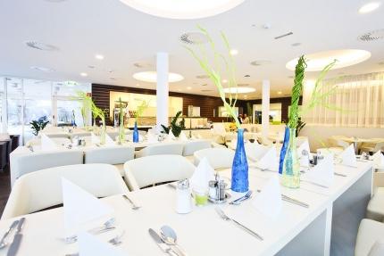 Speisesaal im Schwesterhotel Hotel ROYAL X – Seevilla Cattina – Urlaub im Appartement am Millstätter See