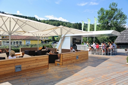 Schattige Chill–Zone – X-Bar – die Strandbar am Millstätter See – Seevilla Cattina – Urlaub im Appartement am Millstätter See