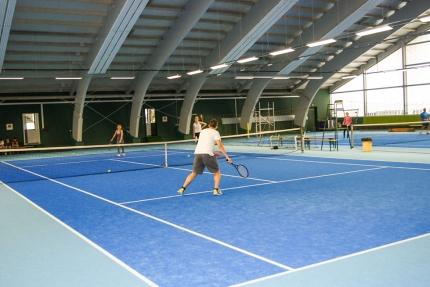 Tennis spielen am Millstätter See – Tennishalle beim Schwesterhotel der Seevilla Cattina – Hotel ROYAL X – Appartements am Millstätter See