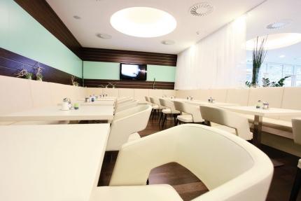 Speisesaal im Sporthotel ROYAL X am Millstätter See – Schwesterhotel der Seevilla Cattina – Urlaub in Kärnten am See