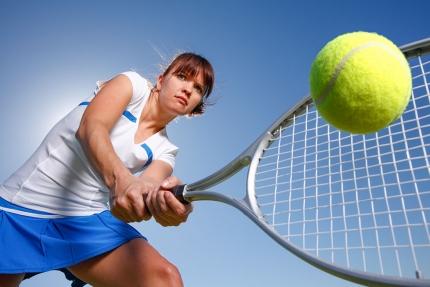 Tennis spielen auf den Freiplätzen oder in der Tennishalle des Sporthotels ROYAL X am Millstätter See – Schwesterhotel der Seevilla Cattina – Urlaub in Kärnten am See