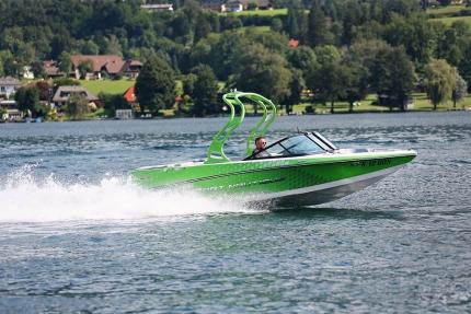 Sportmotorboot des Schwesterhotels Hotel ROYAL X – Seevilla Cattina Appartements am Millstätter See