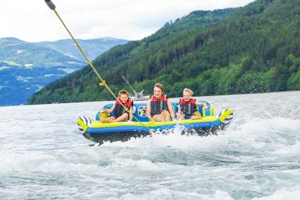 Sofa fahren am Millstätter See beim Schwesterhotel ROYAL X – Appartements direkt am See in Kärnten – Seevilla Cattina